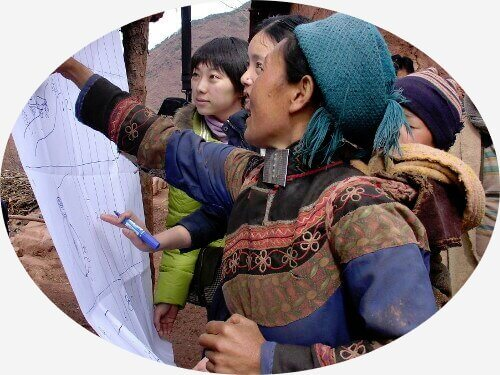 Amity staff and locals in China are discussing a development project
